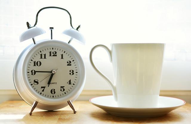 ダブルアラーム(2チャンネル)付き電波目覚まし時計